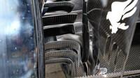 Zadní brzdové kanálky Mercedesu