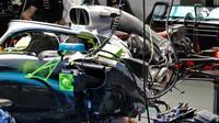 Odhalený Mercedes s motorem