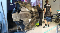 Podlaha Mercedesu W10 pro Lewise Hamiltona
