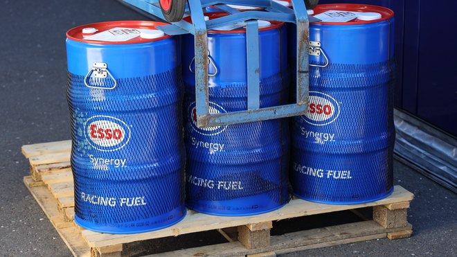 Závodní palivo Esso