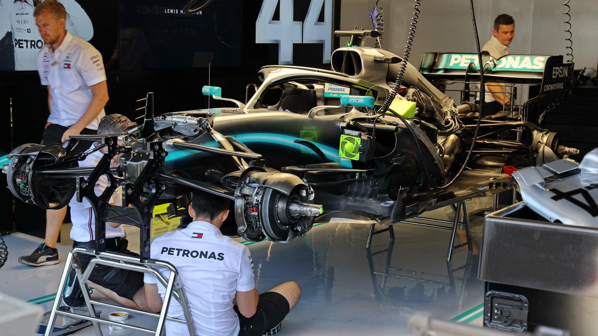 McLaren se i za současné situace stále chystá k přechodu na motory Mercedes od příštího roku