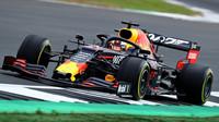 Max Verstappen v tréninku v Silverstone
