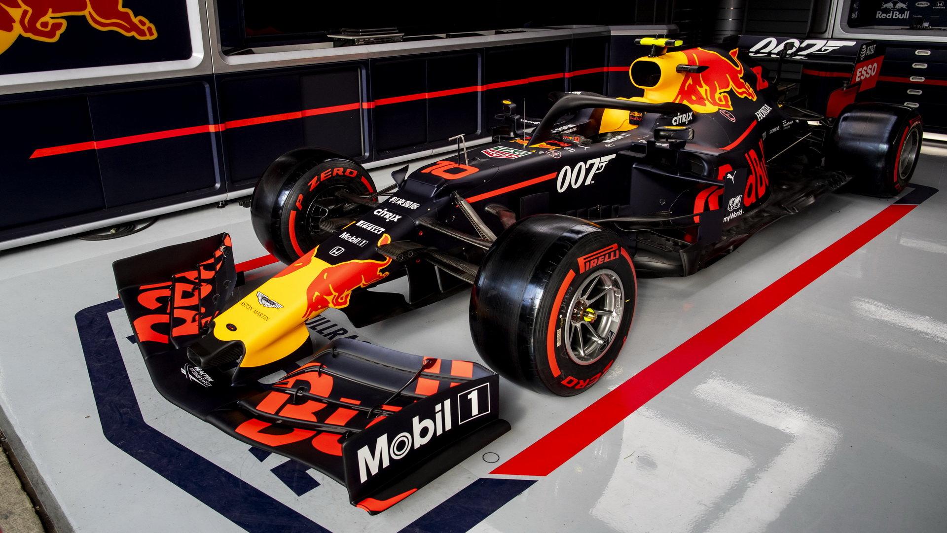 Vůz Red Bull v tréninku v Silverstone