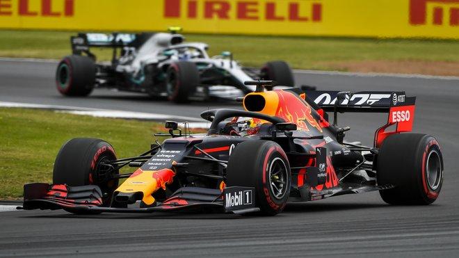 Max Verstappen během kvalifikace v Británii