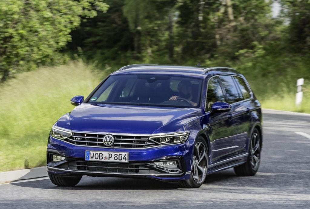 NOVÝ Volkswagen Passat facelift 2019: Cena, výbava, motory, fotky - anotační obrázek