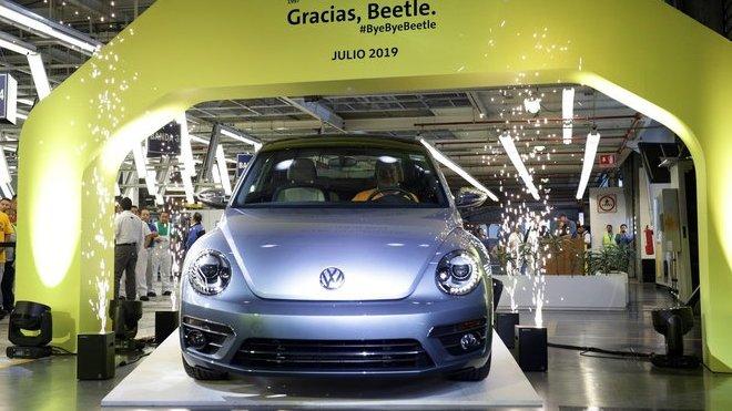 Skutečně úplně poslední Volkswagen Beetle, který sjel z výrobní linky (10. 7. 2019).