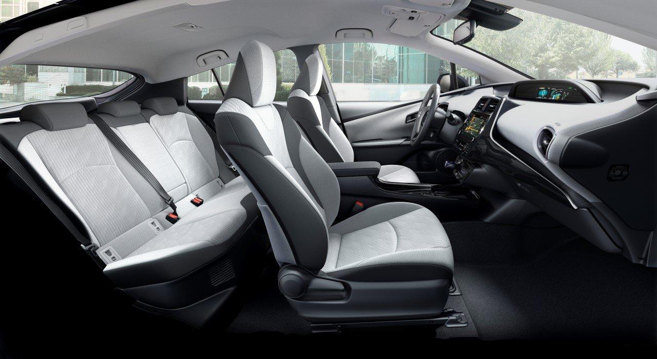 Toyota představila modernizovaný Prius Plug-in hybrid s pěti plnohodnotnými sedadly