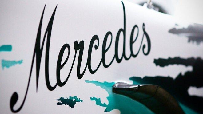 Ochutnávka slavnostního zbarvení Mercedesu