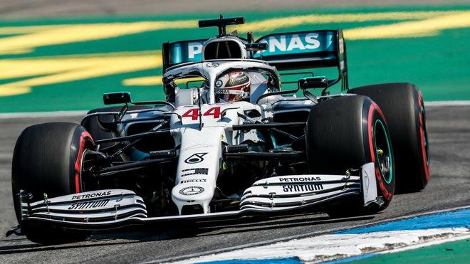 Lewis Hamilton s Mercedesem W10 na Hockenheimu