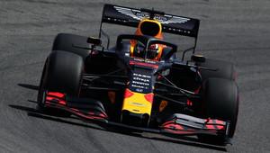 Na úvod nejrychlejší Verstappen, Vettel těsně za ním. Leclerca zklamala převodovka, Bottas boural - anotační obrázek