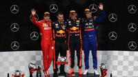 Nejlepší jezdci na pódiu po závodě v Německu