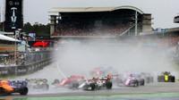Deštivý start závodu v Německu