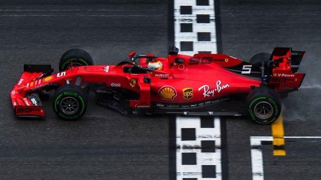Sebastian Vettel projel cílem Velké ceny Německa jako druhý