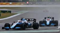 George Russell a Robert Kubica v závodě v Německu