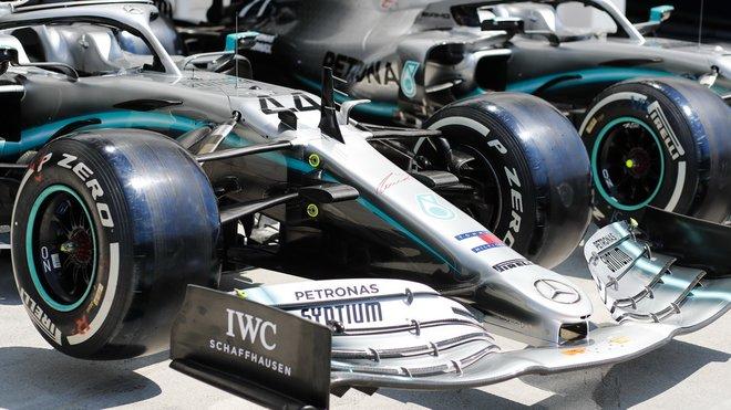Vozy Mercedes před tréninky na Hungaroringu