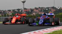 Daniil Kvjat s Flow-visem a Sebastian Vettel v tréninku v Maďarsku