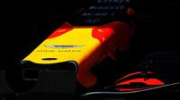 Detail přední části vozu Red Bull v kvalifikaci v Maďarsku