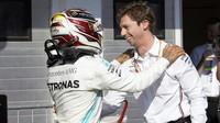 Lewis Hamilton děkuje inženýrovi za skvělou strategii po závodě v Maďarsku