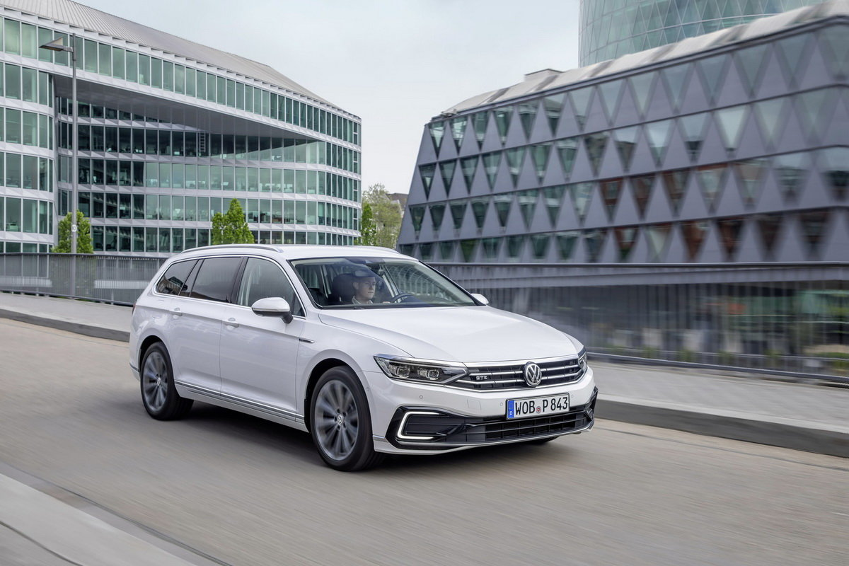 Volkswagen Passat je v prodeji. Cena začíná na 750 000 Kč - anotační obrázek