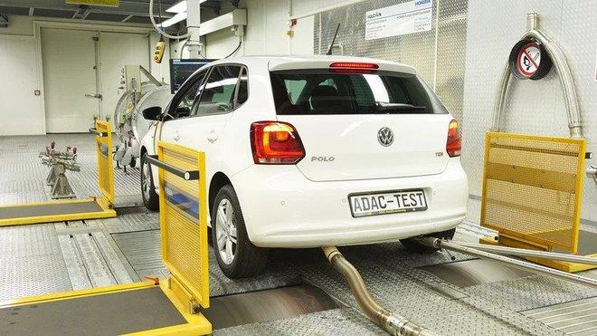 Spotřeba paliva je zjišťována na válcové zkušebně, je dopočítána z naměřených emisí