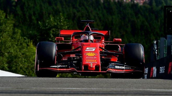 Sebastian Vettel v závodě v Belgii