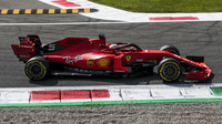 Sebastian Vettel s Ferrari v kvalifikaci na domácí GP Itálie