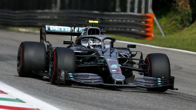 Valtteri Bottas v závodě v Itálii na Monze
