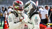 Lewis Hamilton a Valtteri Bottas po závodě v Itálii na Monze
