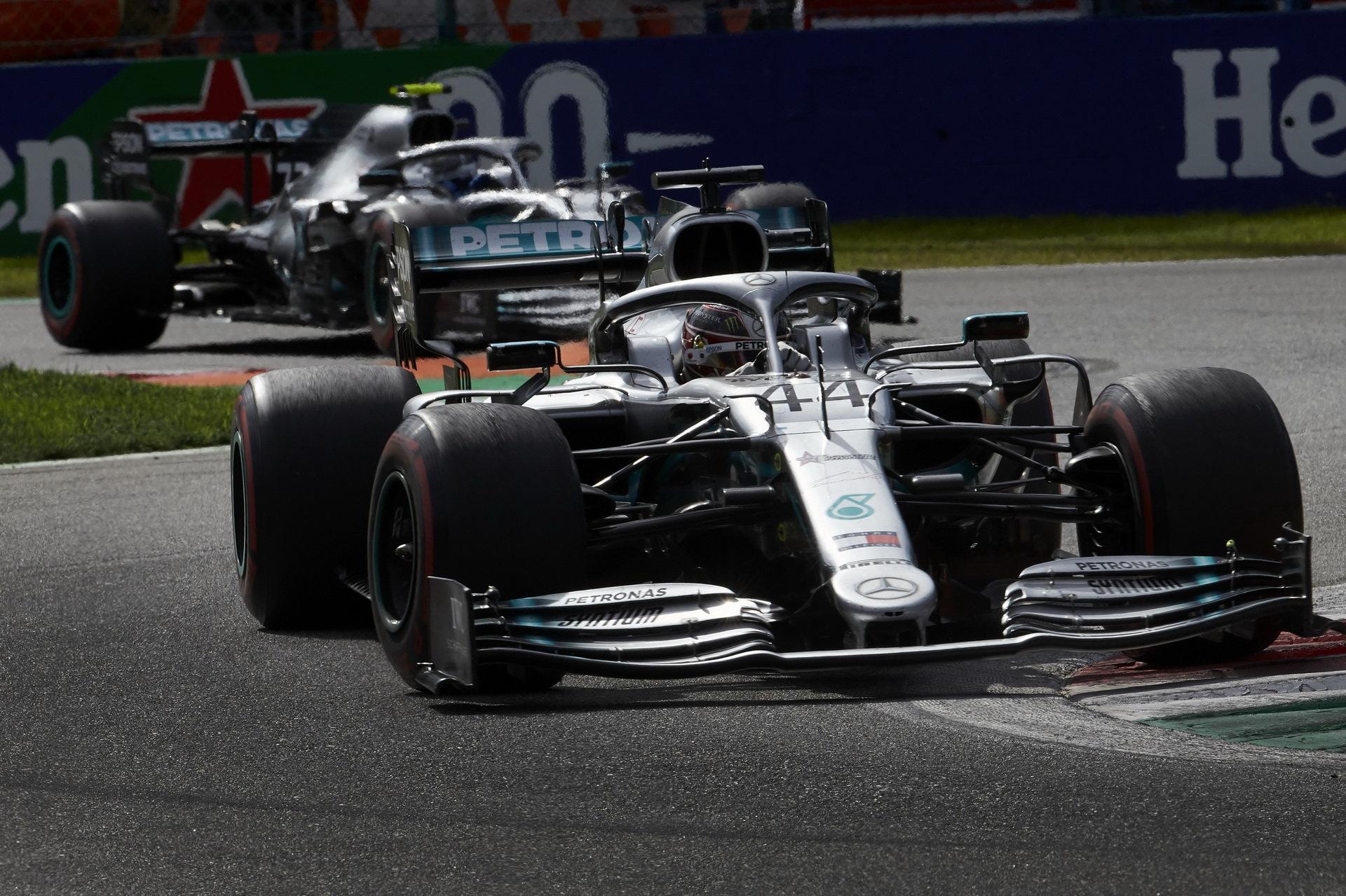 Lewis Hamilton ani Valtteri Bottas z Mercedesu na vítězství v posledních dvou závodech nedosáhli