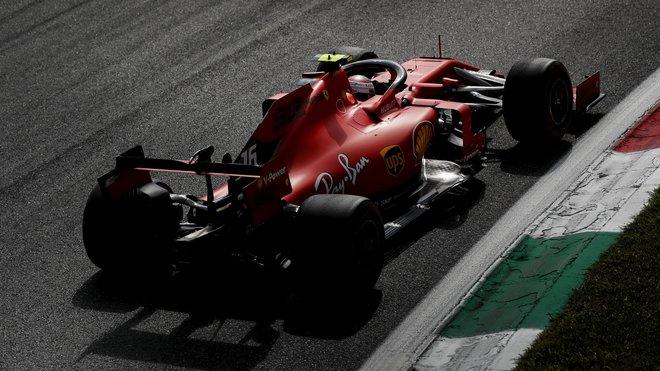 Charles Leclerc v závodě v Itálii na Monze
