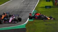 Max Verstappen vyjel mimo trať závodě v Itálii na Monze