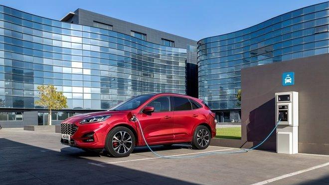 Ford Kuga Plug-in Hybrid je dalším krokem automobilky při ústupu od spalovacích motorů