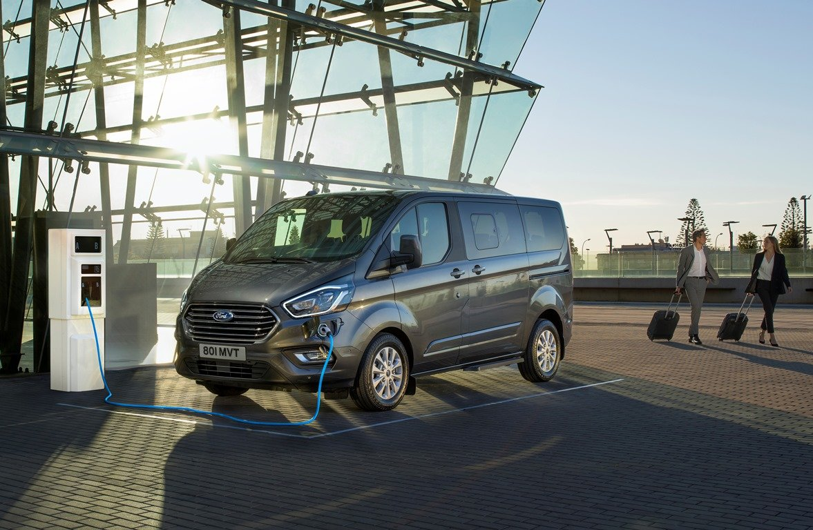 Ford Tourneo Plug-in Hybrid je dalším krokem automobilky při ústupu od spalovacích motorů