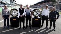 """18"""" pneumatiky pro F1, které Pirelli představilo na Monze"""