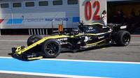 "Sergej Sirotkin s Renaultem RS18 při testu nových 18"" pneumatik ve Francii"