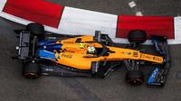 Lando Norris s McLarenem MCL34 v Singapuru
