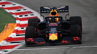 Max Verstappen v tréninku v Singapuru