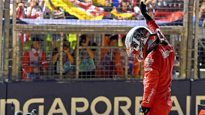 Charles Leclerc po vyhrané kvalifikaci v Singapuru