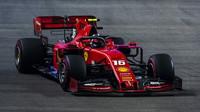 Charles Leclerc v kvalifikaci v Singapuru