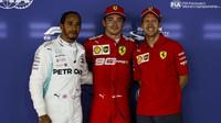Lewis Hamilton, Charles Leclerc a Sebastian Vettel po kvalifikaci v Singapuru