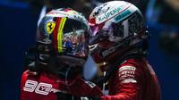 FOTO: Neděle v Singapuru - Piloti Ferrari se vystřídali na čele, Mercedes potopil Hamiltona - anotační foto