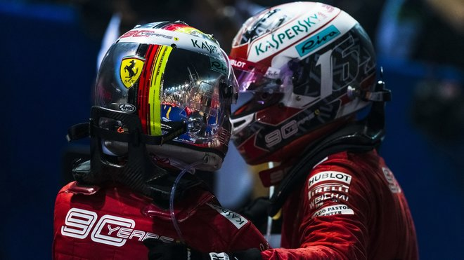 Sebastian Vettel a Charles Leclerc po závodě v Singapuru