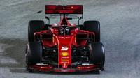 Sebastian Vettel v závodě v Singapuru