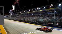 Sebastian Vettel v cíli závodu v Singapuru