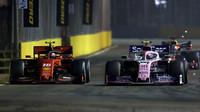 Charles Leclerc a Lance Stroll v závodě v Singapuru