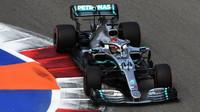Lewis Hamilton v kvalifikaci v Soči