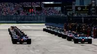 GRAFIKA: Startovní rošt Velké ceny Ruska: Mercedesy na čele rozdělil Verstappen - anotační obrázek