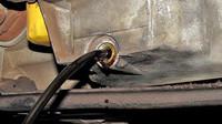 Vyjetý motorový olej prozradí jeho černá barva