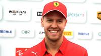 """""""Žádné změny."""" Vettel si svůj kvalifikační pokrok a rekord v Suzuce nedokáže vysvětlit - anotační foto"""