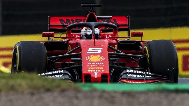 Sebastian Vettel v tréninku v Japonsku
